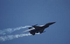 "General Dynamics / Lockheed Martin F-16 Bemannte F-16 - bald auch als autonomer, ""loyal wingman"" im Gefecht? | Bild (Ausschnitt): © Paul Hudson [CC BY 2.0] - flickr"