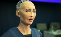 "Sophia, Hanson Robotics Ltd., auf dem ""AI for GOOD Global Summit, ITU"" in Genf im Juni 2017. | Bild (Ausschnitt): © ITU Pictures [CC BY 2.0] - flickr"
