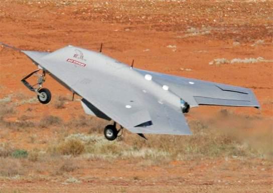 Drohne ©https://upload.wikimedia.org/wikipedia/ commons/a/ab/7-raven-aircraft.jpg | Bild (Ausschnitt): © Lance Mans [Public Domain] - Wikimedia