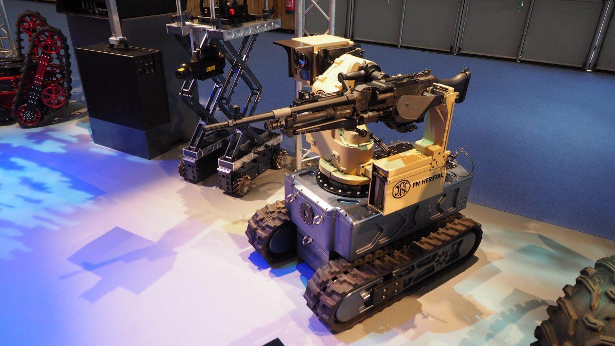 Multifunktionsroboter Tyroc der Firma Tecdron mit Waffen-Aufsatz von FN Herstal.    Bild (Ausschnitt): © Facing Finance
